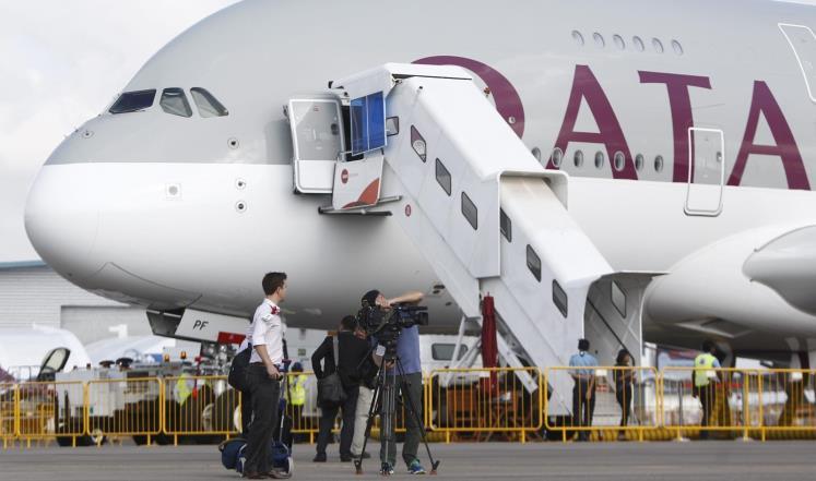 الخطوط الجوية القطرية تعلن عن عروض على أسعار تذاكر الدرجة الأولى ودرجة رجال الأعمال وتمنح تأشيرة العبور وإقامة فندقية مجانا ضمن مبادرة قطر