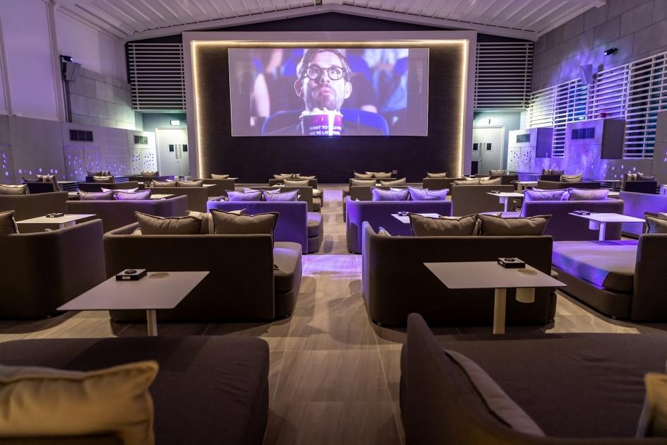تجربة سينما الهواء الطلق من ڤوكس سينما تفتح أبوابها في فندق ألوفت