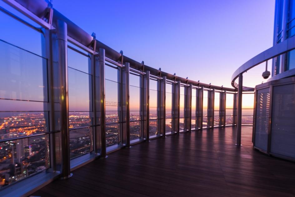 ابدؤوا يومكم مع شروق الشمس وسط أروع الإطلالات من قمة البرج برج خليفة